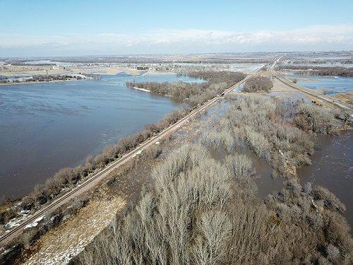 BNSF: Flooding along the Creston Subdivision near Louisville, Nebraska